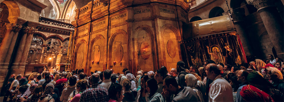 Piligrims at the Church of the Holy Sepulchre in Jerusalem